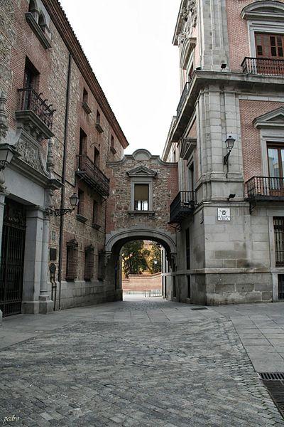 Edificio_Casa_cisneros_-_Pza_de_la_Villa