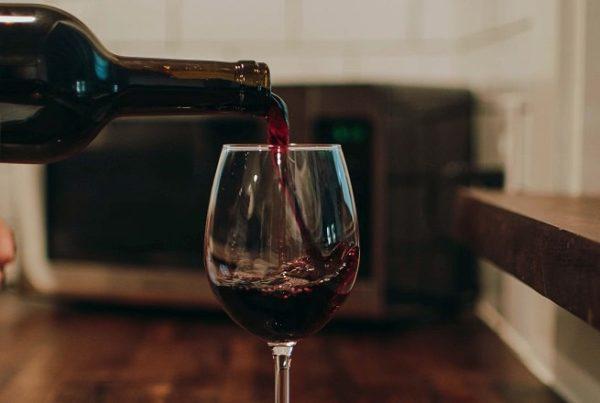 cuánto tiempo se puede guardar una botella de vino