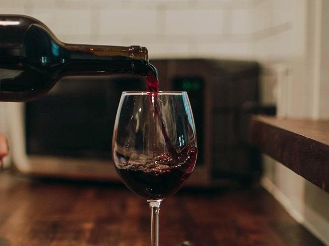 ¿Cuánto tiempo puedo conservar una botella de vino en casa?