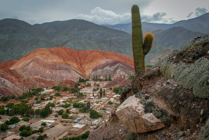 Una ruta por paisajes inesperados y viñedos en el noroeste de Argentina