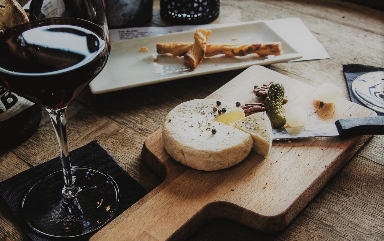 Tipos de queso que maridan bien con vino