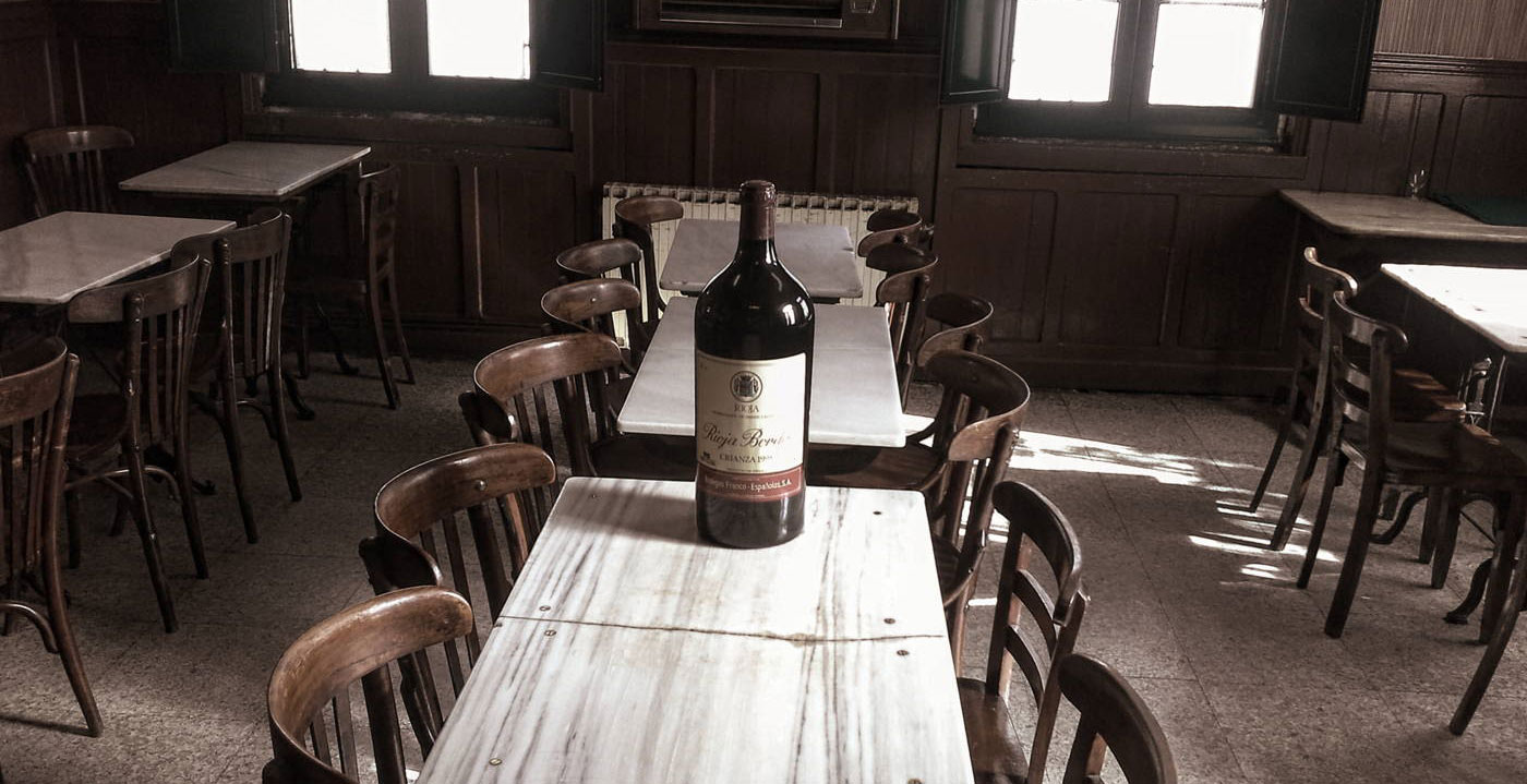 Los bares más clásicos de España para tomarse una copa de vino