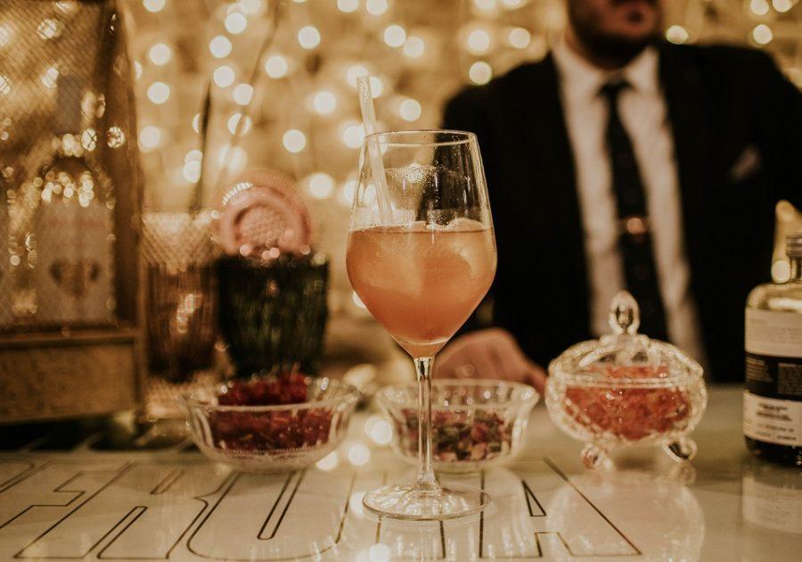 Coctelería con vino